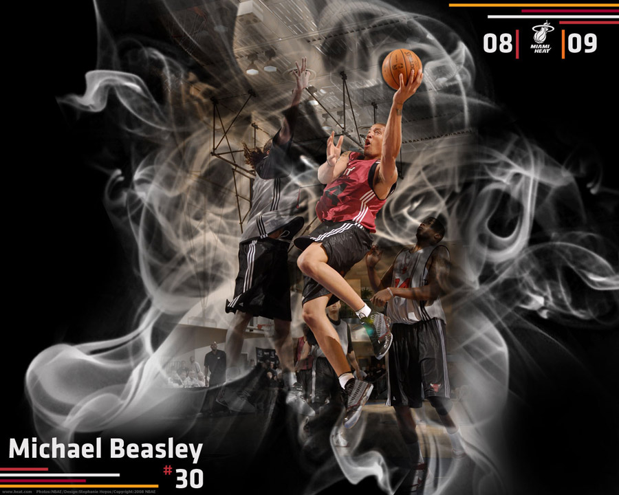 Michael Beasley Miami Heat Layup Wallpaper