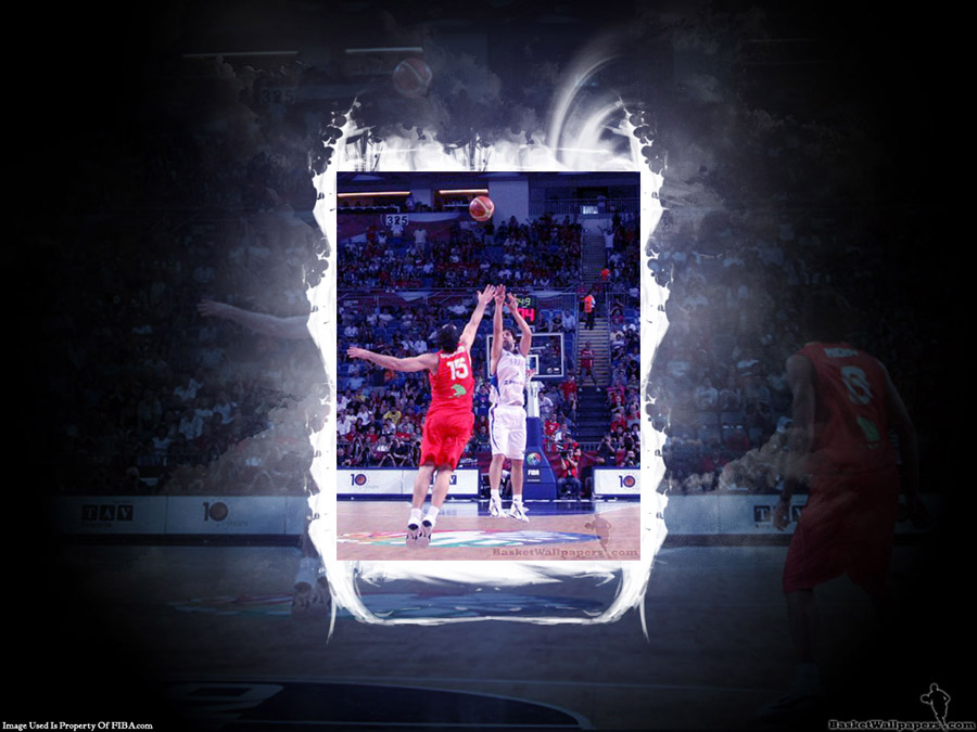 Teodosic 3pts Over Garbajosa Wallpaper